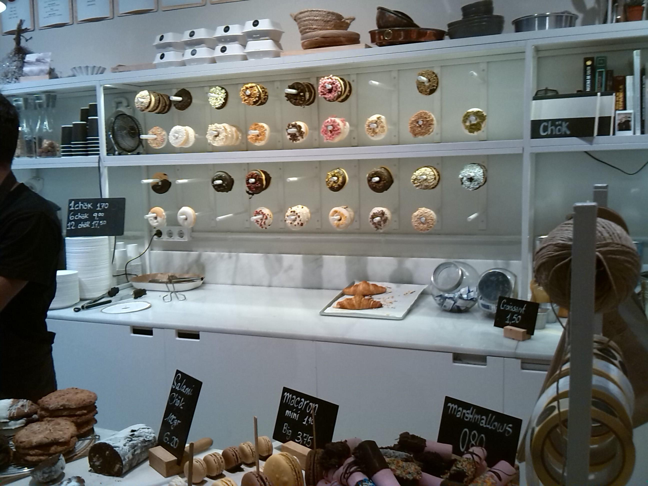 Macarons, donuts, kronuts, galletas y otros dulces de Chök en el Raval