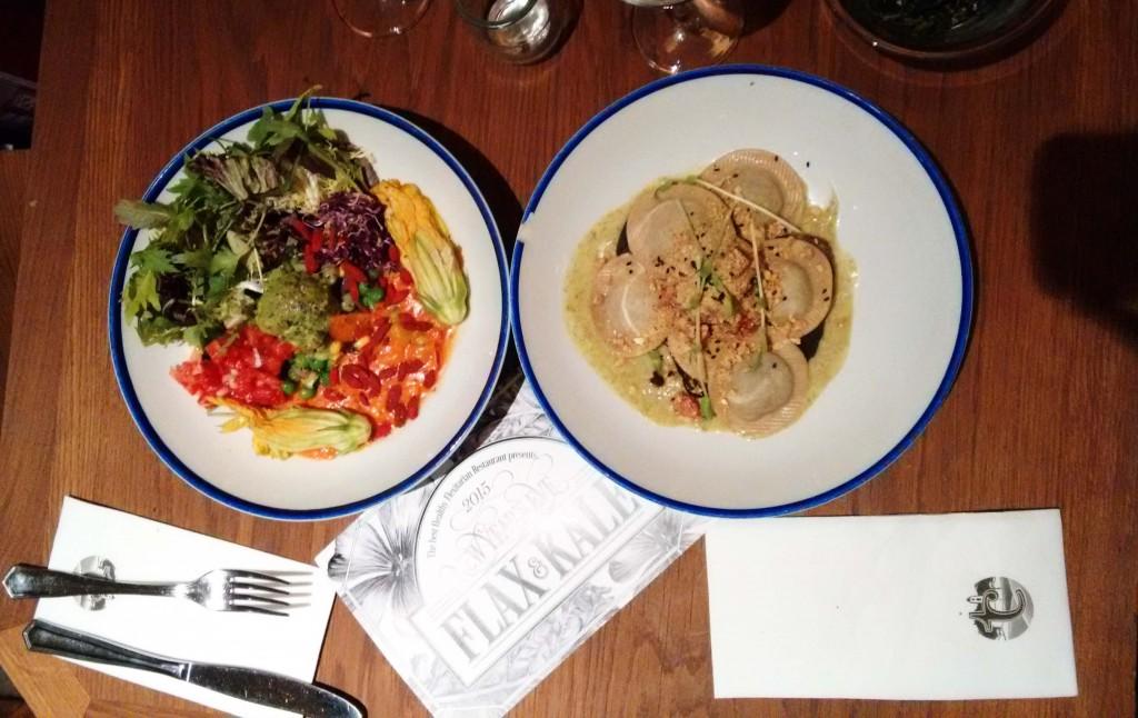 Ensalada y pasta en Flax and kale