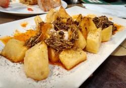 Patatas bravas en la Bodega Gracián